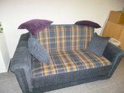 Gemütliche Gäste-Couch mit Schlaffunktion Kissen
