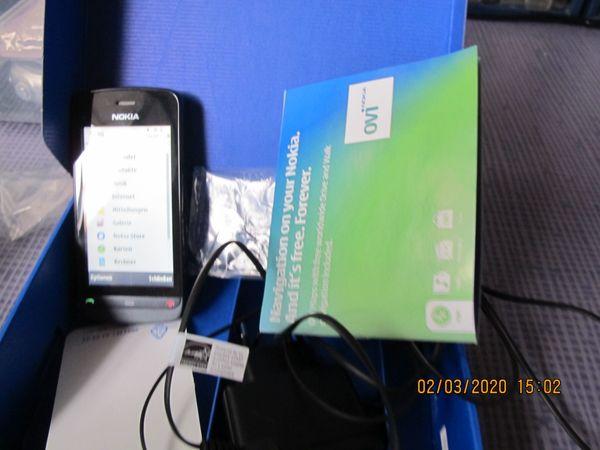 Nokia C5-03 in einem guten