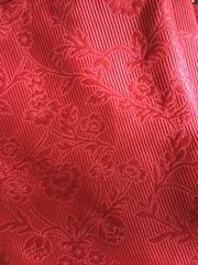 Gardinenschal Blekviva rot mit floralem