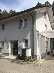 Schöne Doppelhaushälfte mit fünf Zimmern