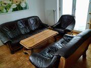 Sitzgruppe aus Holz Leder