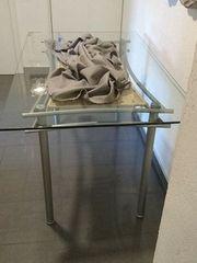 Esszimmertisch mit Sicherheitsglasplatte