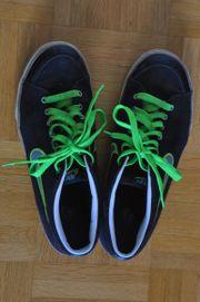Nike-Schuhe Gr 42 5