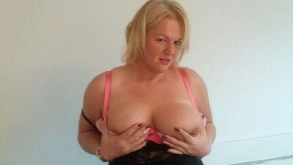 Hübsche blonde Molly Greta