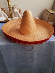Hüte und Pelzmantel für Fasching