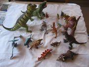 18 Dinosaurier Figuren in verschiedenen