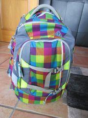 Schulrucksack Sporttasche und Heftordner von