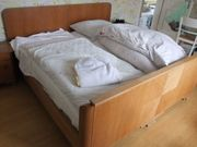 Doppelbett aus Echtholz