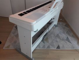 Digitalpiano Yamaha DGX-660WH Bundle: Kleinanzeigen aus Lemgo - Rubrik Tasteninstrumente