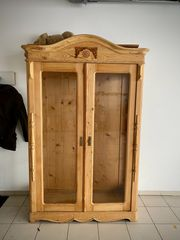 Antiquarer Schrank