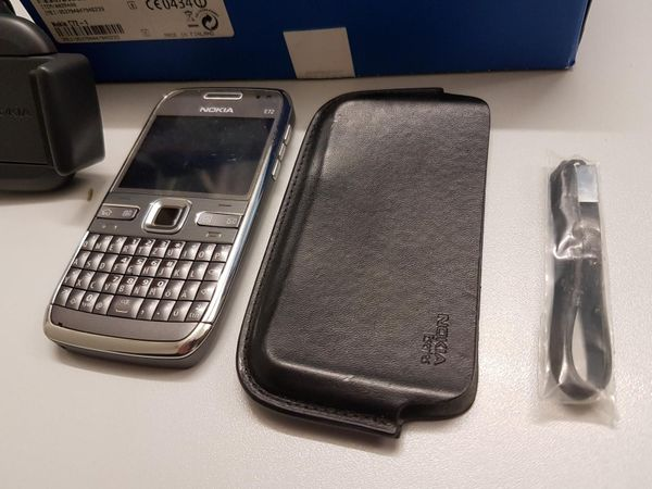 Nokia E72 mit Zubehör TOP