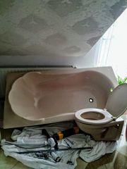 Waschbecken Muschelbadewanne und WC