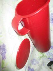 Roter gebrauchter Getränkebehälter von Tupperware