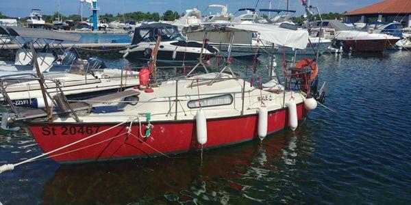 Motorkajütboot mit 10 PS Powertrim