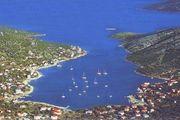 Kroatien - Vinisce - Landwirtschaftliche Fläche direkt