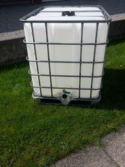 1000 liter Wassertank auf Metall