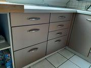 Küche in silber mit Elektrogeräten