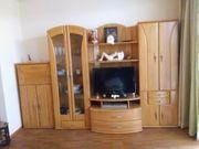 Zeitlose Wohnzimmerwand in Buche Vollholz