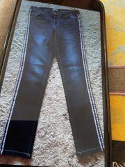 Coole Jeans mit Seitenstreifen Größe