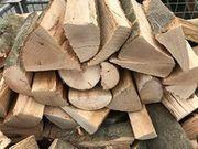 Kamin-Brennholz heiz-trocken also ofenfertig zwischen 22