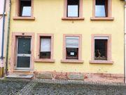 Renovierungsbedürftiges Reihenhaus mit drei Zimmern
