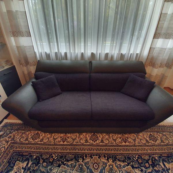 Moderne schwarze graue Sofas