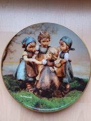 Zwei M I Hummel - Porzellan-Sammlerteller