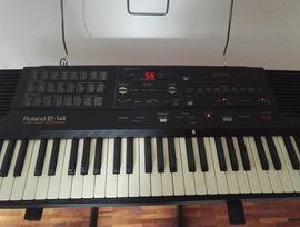 Keyboards - Keyboard Roland E-14 Intelligent Keyboard