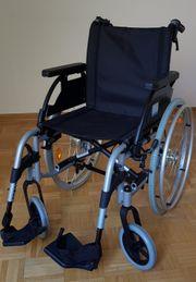 Neuwertiger Rollstuhl mit elektrischer Schiebehilfe