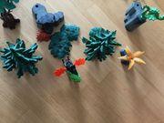 1 Karton mit vielen Playmobil-Teilen