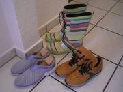 Damenschuhe und Stiefel