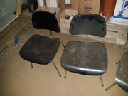 Stühle mit Holzsitzfläche und Holzlehne