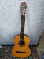 Neuwertige Aragon Konzertgitarre mit Tasche