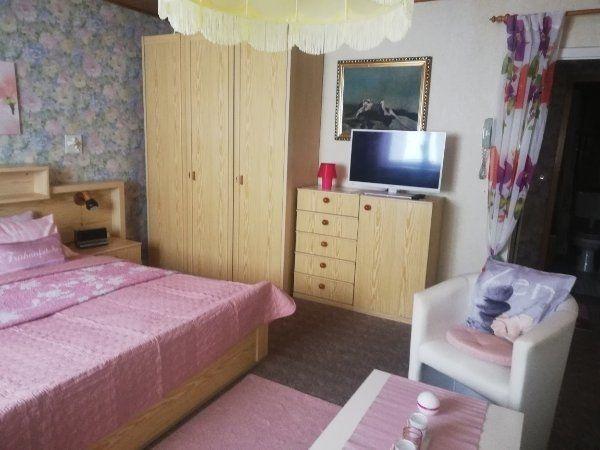 Biete sehr schönes Schlafzimmer
