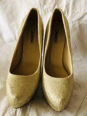 Goldene High Heels von Jumex