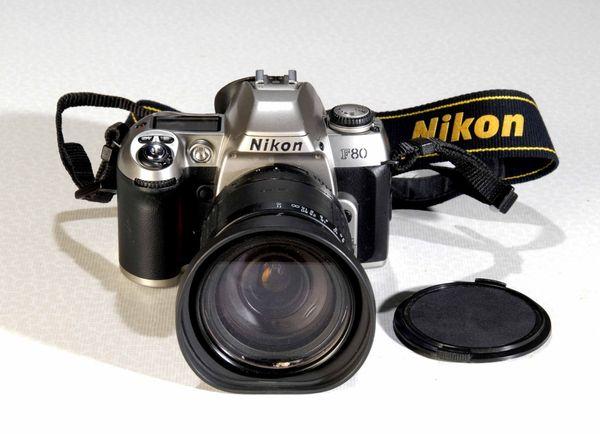 Nikon F80 mit Sigma 28-200