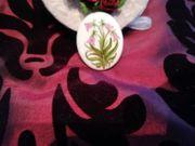 Porzellanbrosche handbemalt mit Signatur Vintage