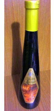 viele Flaschen Wein ältere Jahrgänge