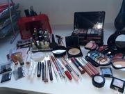 Kosmetik- und MakeUp-Artikel -paletten -stifte