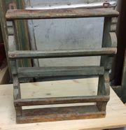 kleines rustikales Tellerbord aus Holz