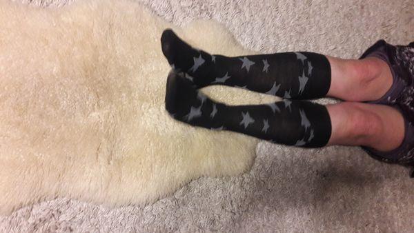 Getragene Socken und Slips mit
