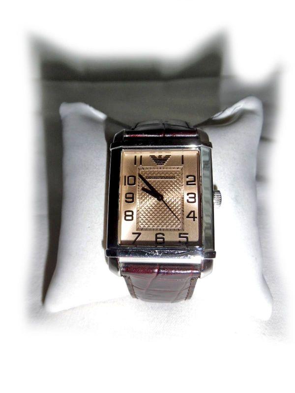 Schöne Armbanduhr von Armani