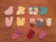 Socken und Handschuhe