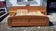 Doppelbett mit verstellbarem Lattenrost und
