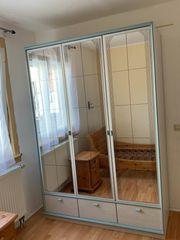 Schöner Spiegelschrank abzugeben