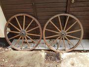 2 Wagenräder aus Holz