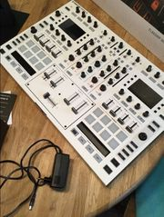 Native Instruments S8 Weiss