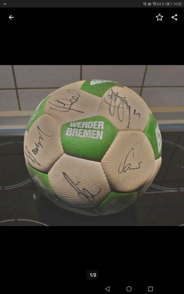 Fußball mit Unterschriften Werder