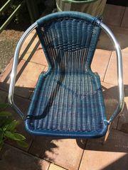 Verschenke blauer Gartenstuhl