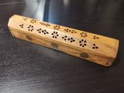 Räucherstäbchenhalter Box mit Räucherstäbchen
